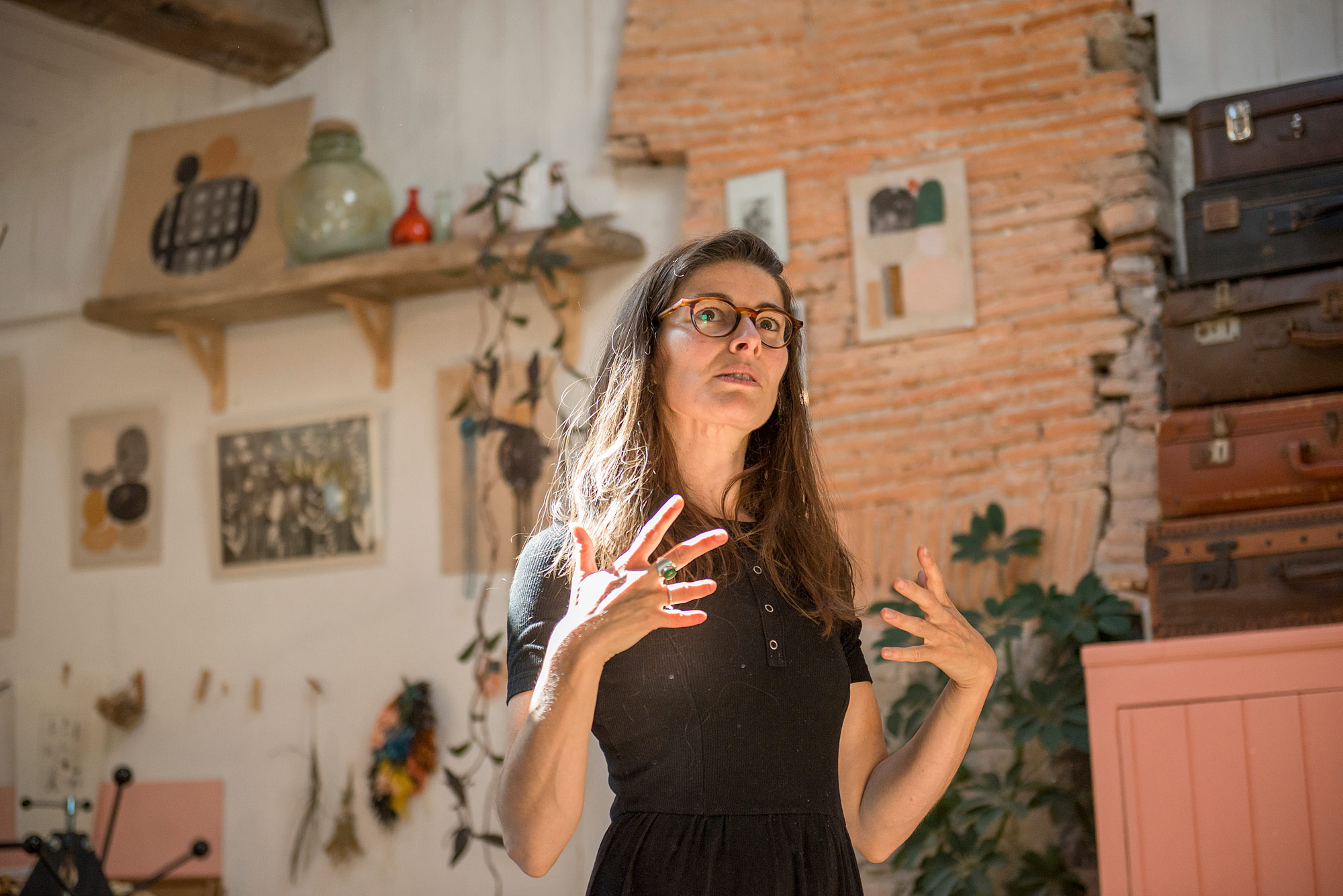 sophie-morille-atelier-artiste-designer-interview-nantes-étonnantes-solenn-cosotti-remy-lidereau-photographie-entretien-teinture-végétale-peinture-illustration-création-créatrice-portrait-femmes